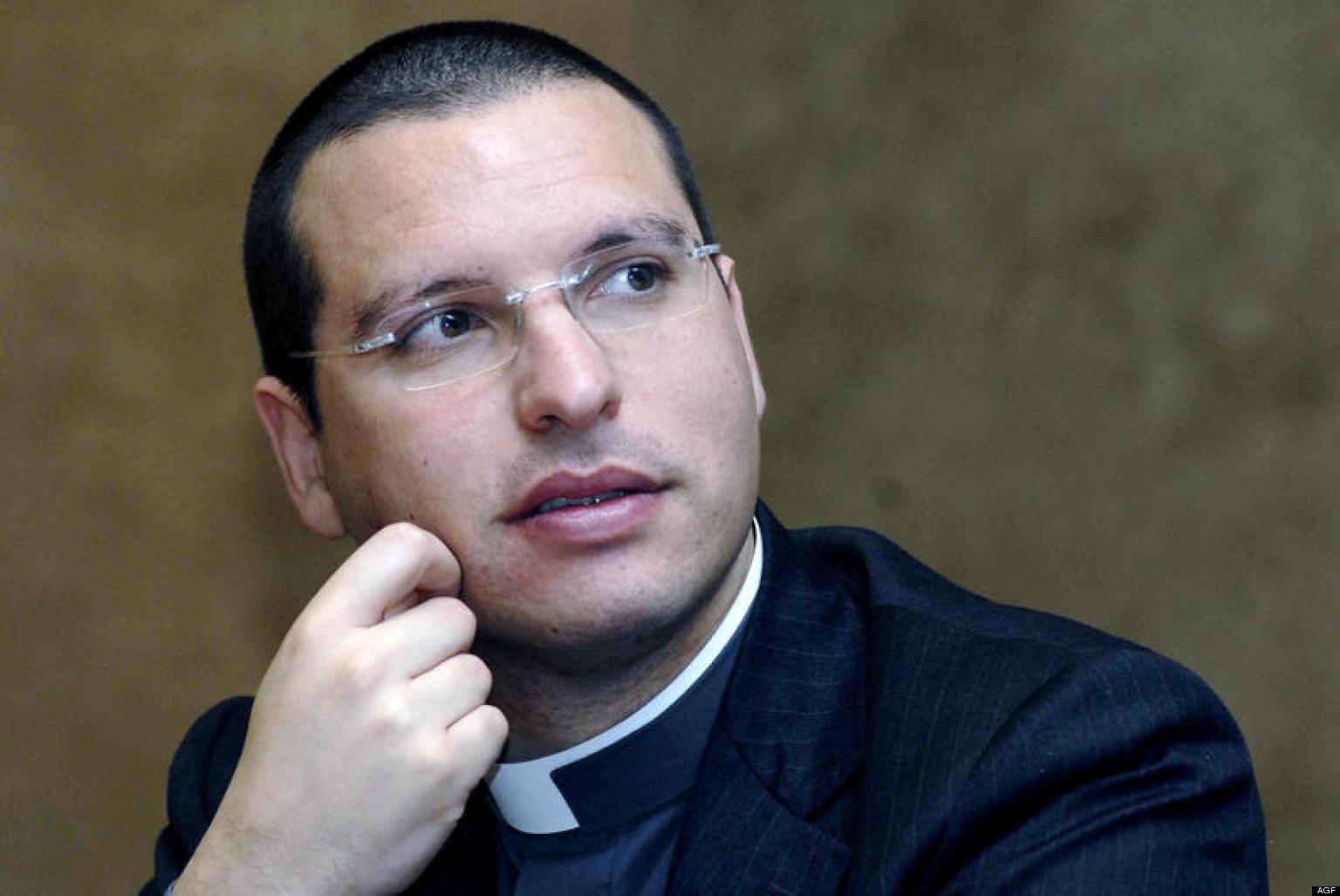 12/04/2007 Roma, ' Ad alta voce ' convegno sulle infiltrazioni mafiose nel settore economico. Nella foto il sacerdote anti camorra don Luigi Merola
